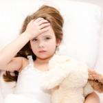 子供の発熱の対処法~受診の目安やホームケア方法まとめ