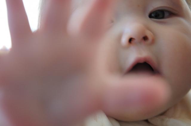 赤ちゃんの誤飲に注意!よくある誤飲32品目の対処法まとめ