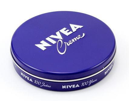 コスパNO.1の妊娠線予防!?ニベア青缶は本当に効果ある?