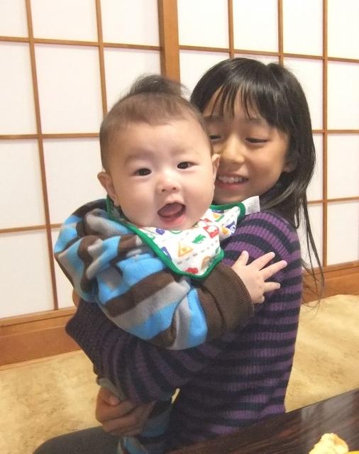 お宮参りで赤ちゃんは誰が抱っこするべき?