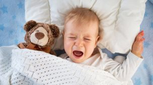 赤ちゃんの夜泣きはいつからいつまで?放置はOK?3大原因&22の対策術
