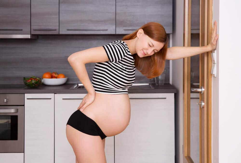 妊婦が腰痛になる3大原因とは!?妊娠中の腰痛対策ワザ20選まとめ