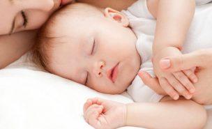 赤ちゃんを寝かしつける10のコツ!なかなか寝ない原因&解消方法も!