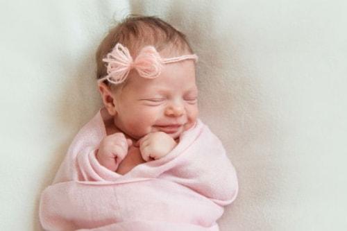 離乳食初期(生後5~6か月)の頃の栄養はおっぱいやミルクからがほとんど