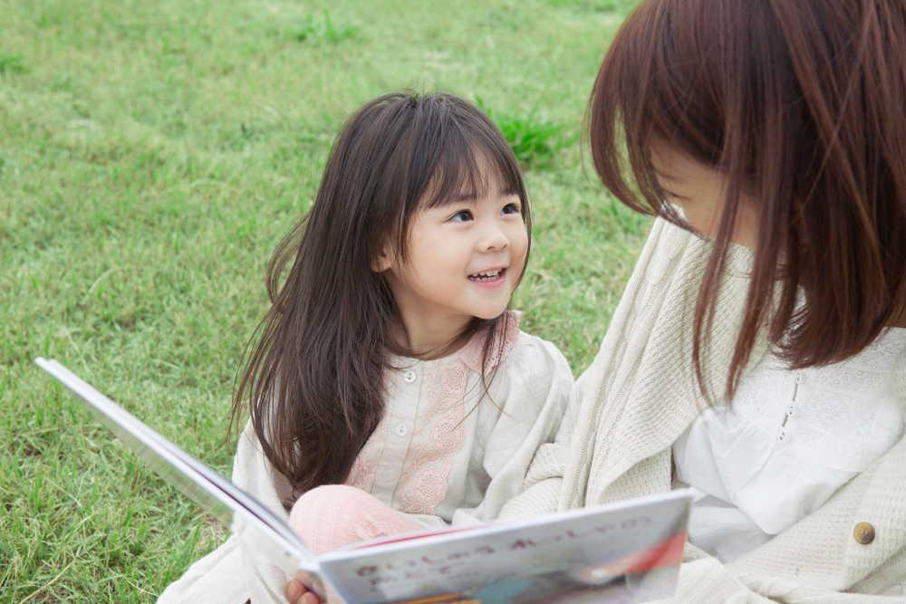 絵本の読み聞かせ効果に驚き?読むコツや選び方、おすすめ絵本15選