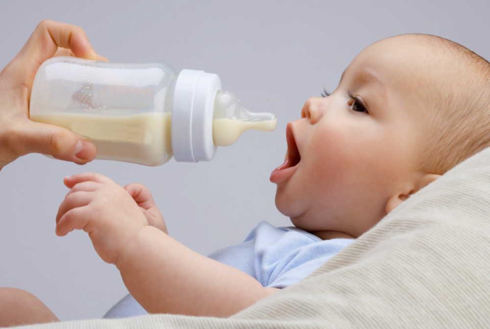 新生児の赤ちゃんのミルク量の目安ってどれくらい?混合の場合は?
