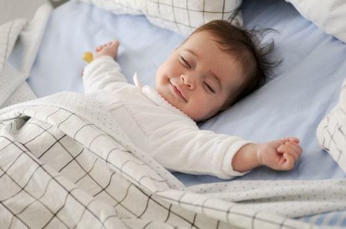 赤ちゃん用の布団は必要?ベビー布団を検討するために赤ちゃんのことを知ろう