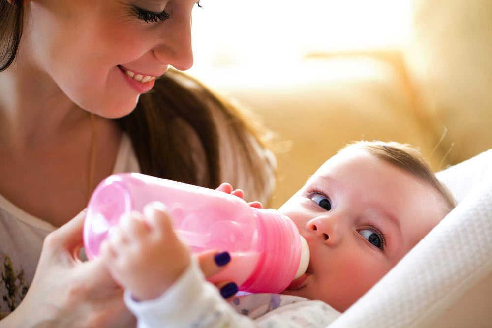 赤ちゃんが飲むミルク量はどのくらい?ミルクの作り方やミルク育児のメリットとは?