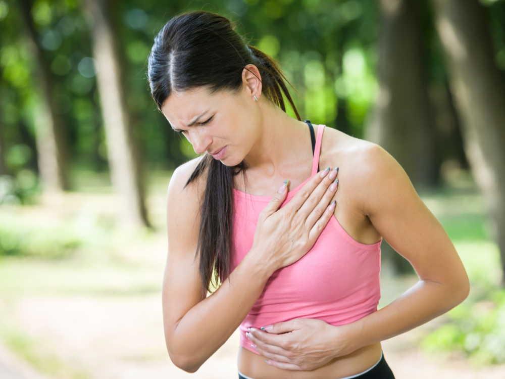 生理前に胸が痛い原因は?痛みが強いときはどんな対処をすればいい?
