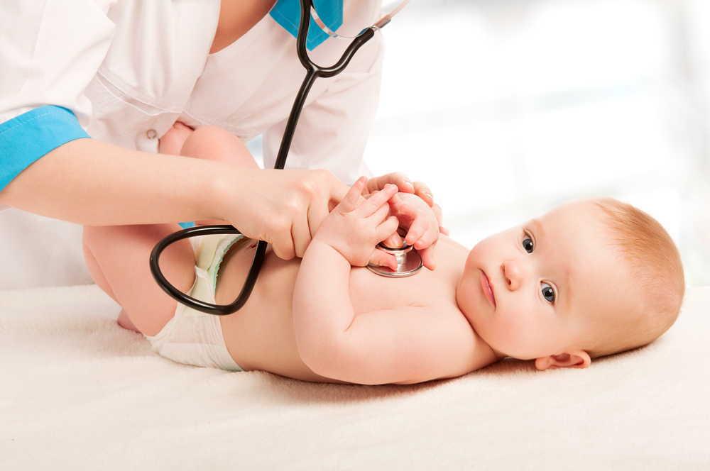 生まれたばかりの赤ちゃんが黄色い?新生児黄疸の原因や症状、黄疸の種類など