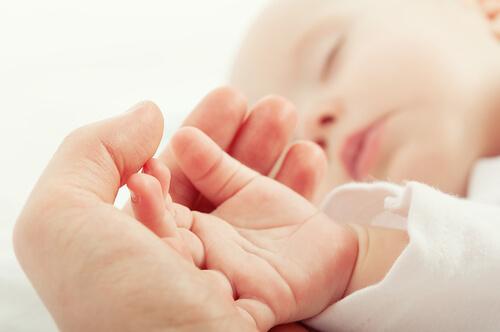新生児の赤ちゃんにできれば飲ませてあげたい初乳とは?