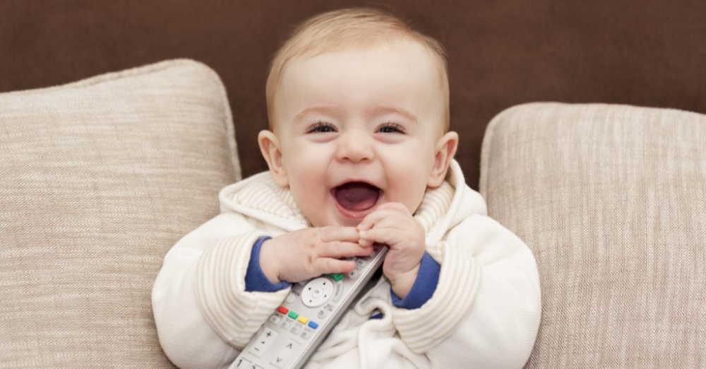 赤ちゃんにテレビは見せては駄目?テレビが与える影響と5つの対策!